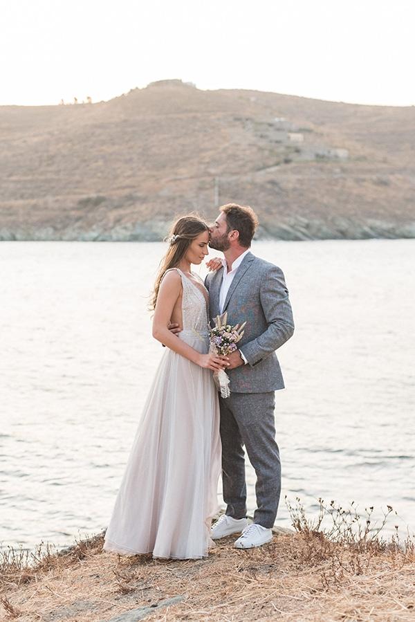 summer-wedding-kea-island-backdrop-endless-blue-sea_22