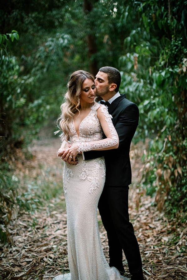 romantic-elegant-fall-wedding-nicosia-white-flowers-greenery_01