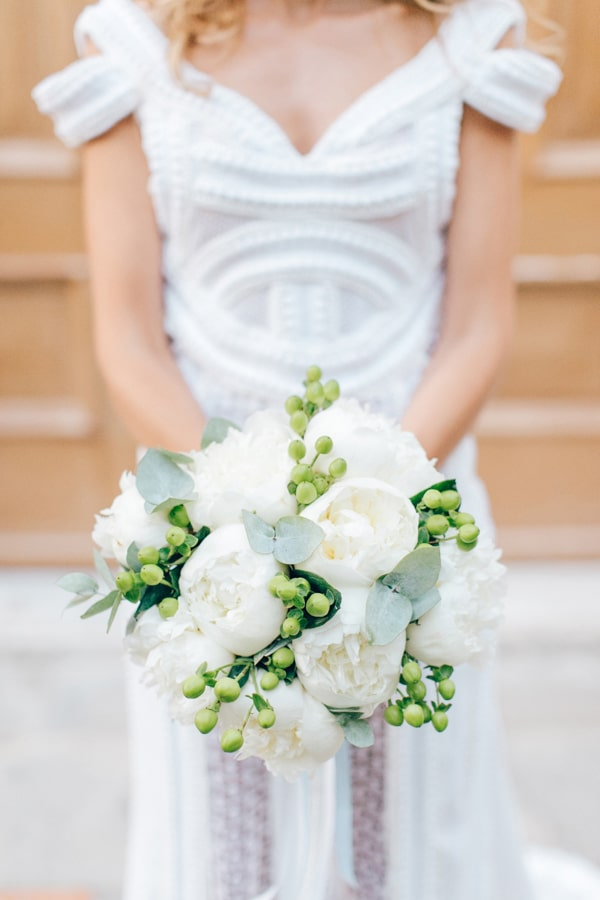 the-most-beautiful-white-bridal-bouquets_02.